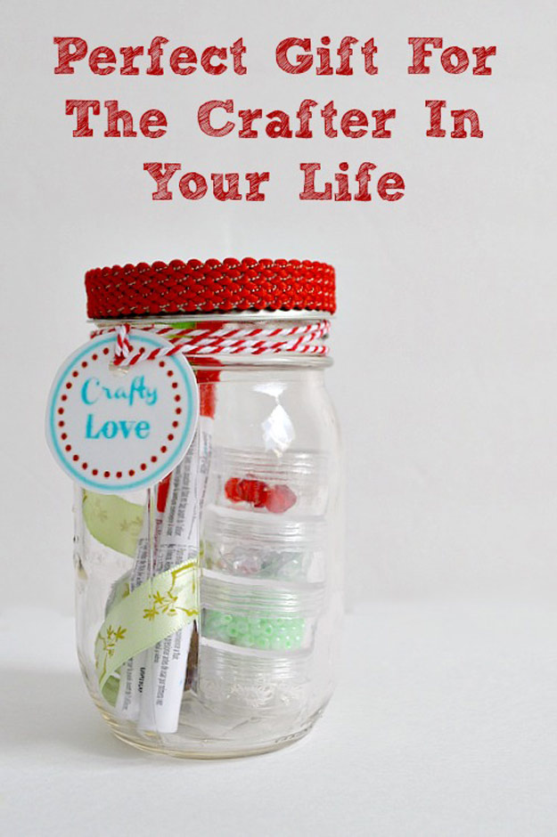 Homemade DIY Gifts in A Jar | Best Mason Jar Cookie Mixes and Recipes, Alcohol Mixers | Fun Gift Ideas for Men, Women, Teens, Kids, Teacher, Mom. Christmas, Holiday, Birthday and Easy Last Minute Gifts | Loves to Craft Mason Jar Gift | http://diyjoy.com/diy-gifts-in-a-jar